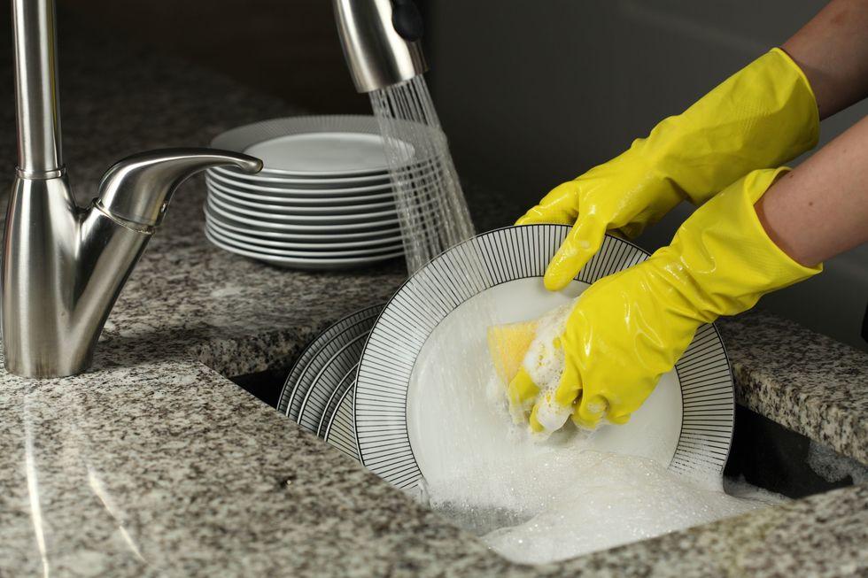 Экономия при мытье посуды
