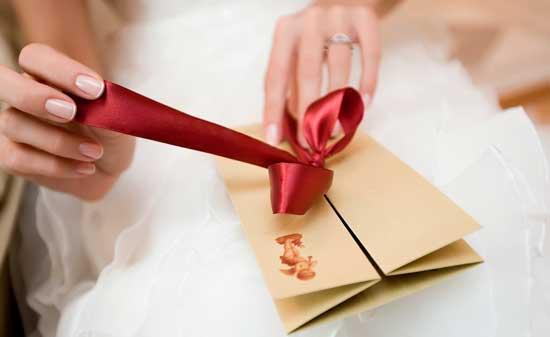 Дарим деньги на свадьбу: сколько отложить в конверт, что бы не было стыдно