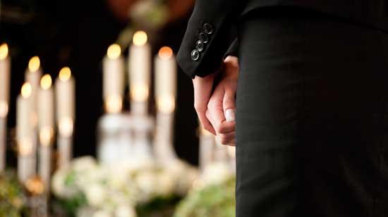 Денежная помощь государства на похороны: как получить и в каком размере